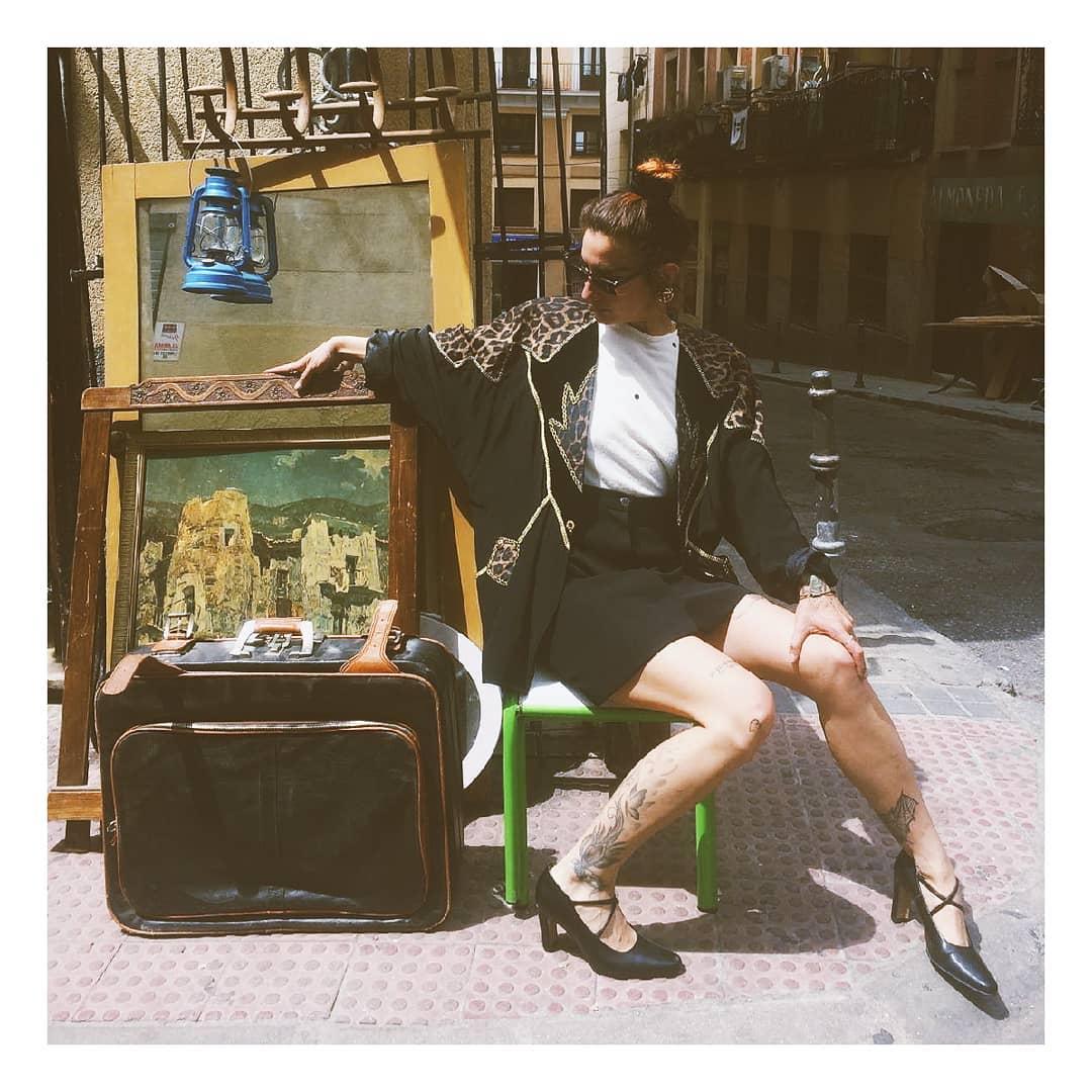 Chica modelo de Underground Moda (tienda de ropa vintage en Madrid)
